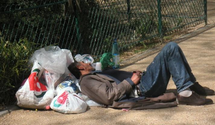 cropped-homelessinparistamasviranyifreeimages1.jpg